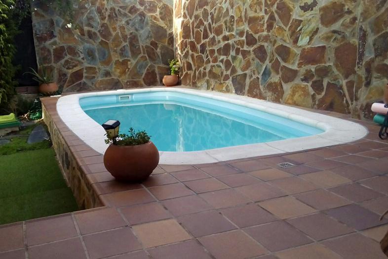 Piscinas de fibra en guadalajara y madrid piscinas artypool for Piscinas que se esconden